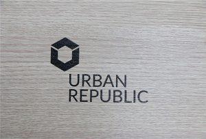 Impressió de logotip en materials de fusta per WER-D4880UV